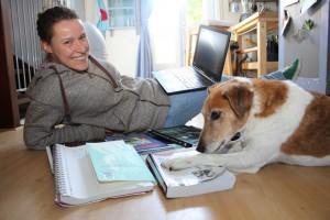 Laure-Anne en haar hond, Roger